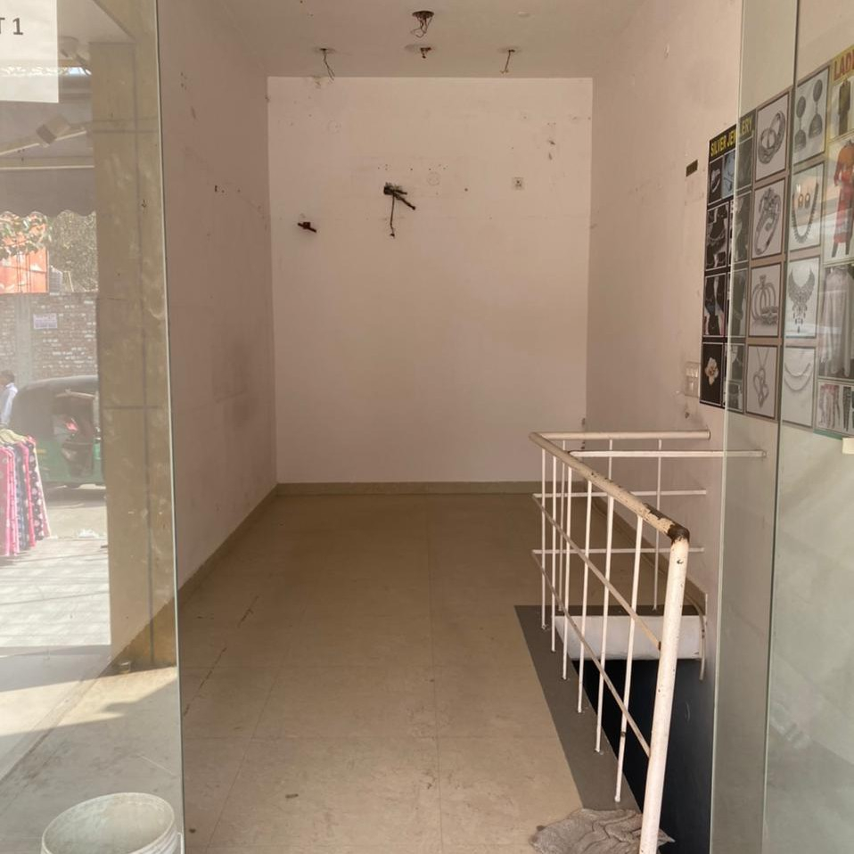 Retail Shop For Rent in Sector 14