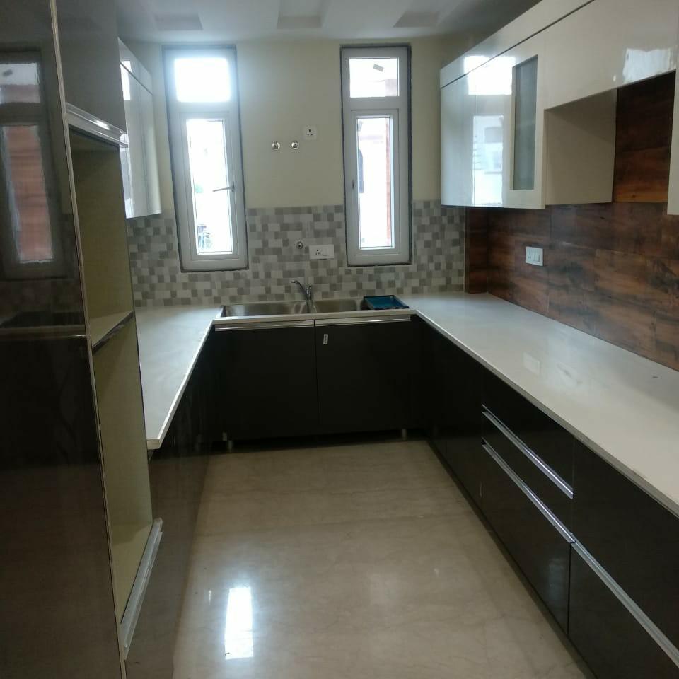4 BHK + Servant Room  Builder Floor For Rent in South City 1
