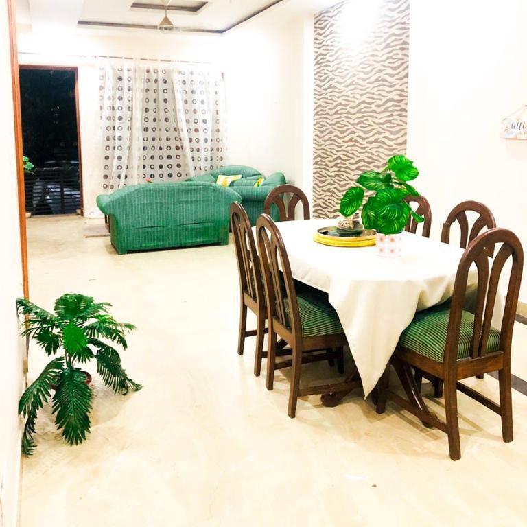 2 BHK + Pooja Room 1500 Sq.Ft. Builder Floor in Gold Souk Golf Links Plots