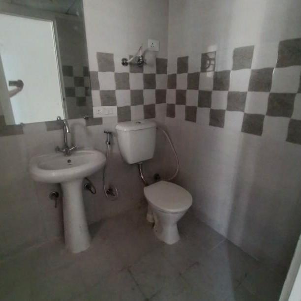 bathroom-Picture-gaur-city-2-1806112