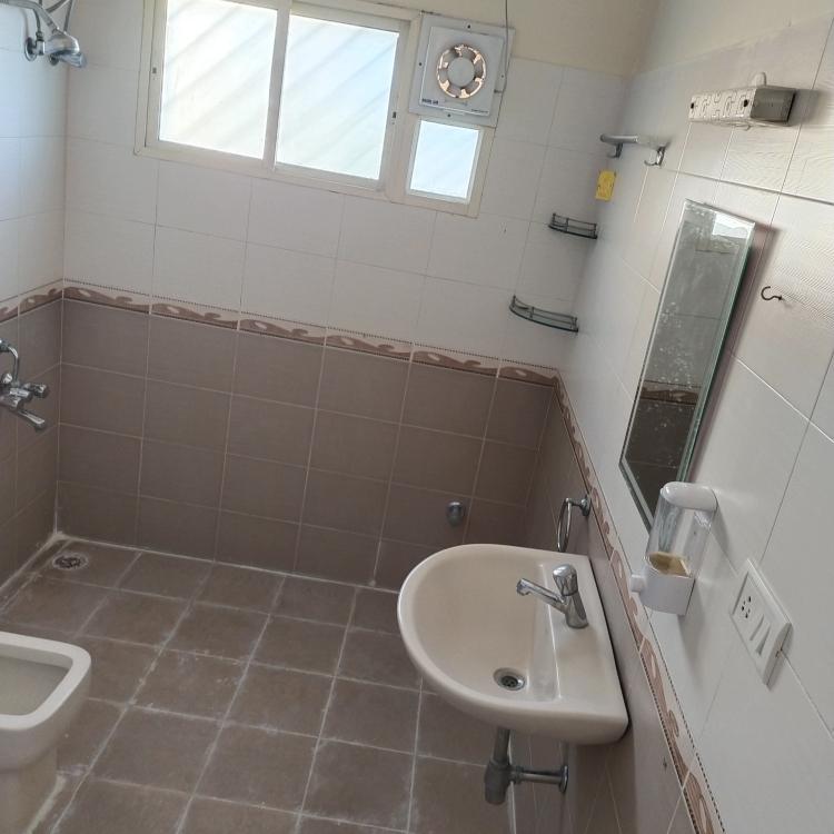 bathroom-Picture-r-k-pearl-apartment-1937790