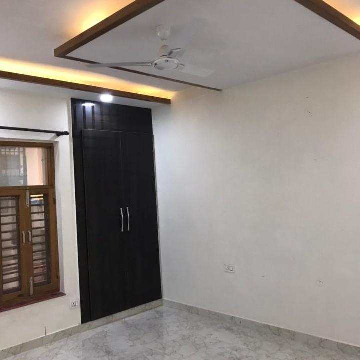 3 BHK + Pooja Room,Servant Room,Study Room 1950 Sq.Ft. Builder Floor in Green Fields Colony