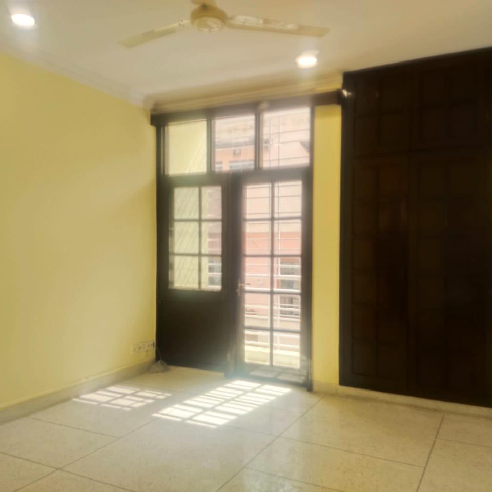 2.5 BHK + Pooja Room 1300 Sq.Ft. Builder Floor in Universal Greens