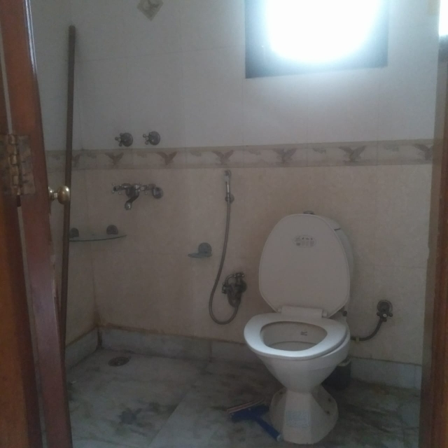 bathroom-Picture-universal-greens-2129358