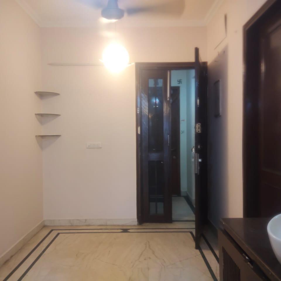 1 BHK + Pooja Room 900 Sq.Ft. Builder Floor in Omaxe Green Valley