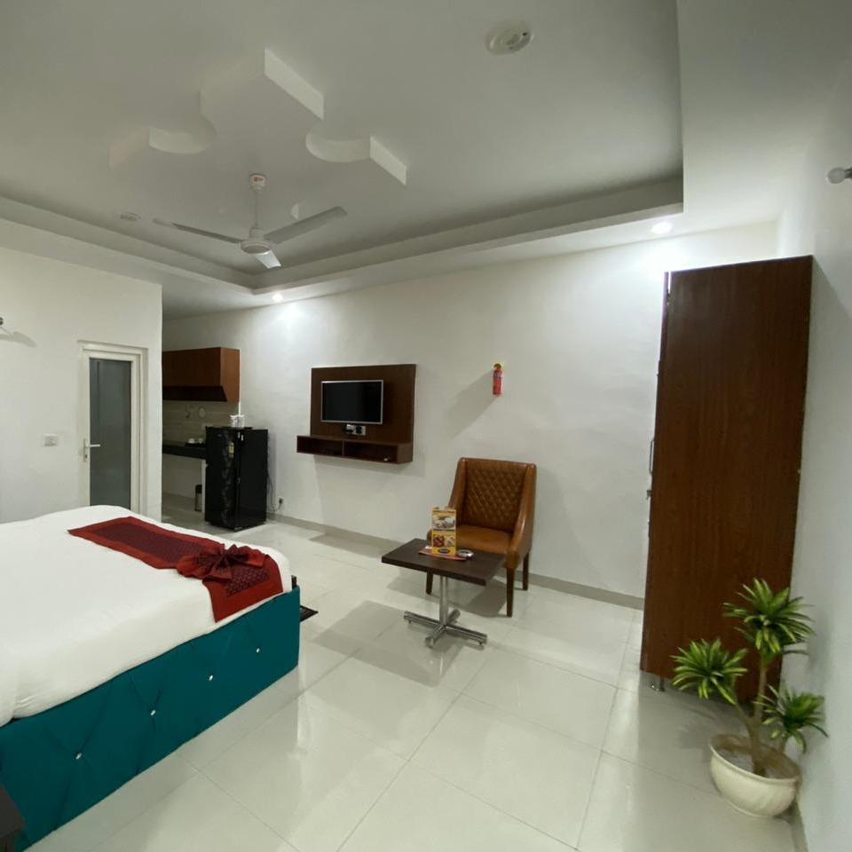 Studio  Studio For Rent in DLF City Phase 3