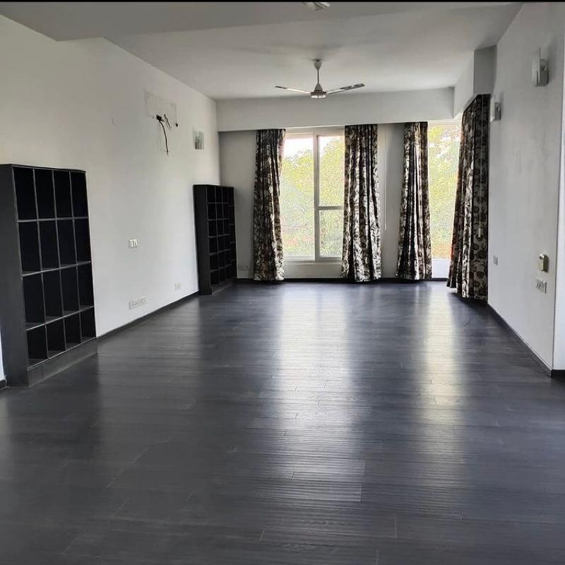 6 BHK + Servant Room,Study Room 630 Sq.Yd. Villa in DLF Phase III