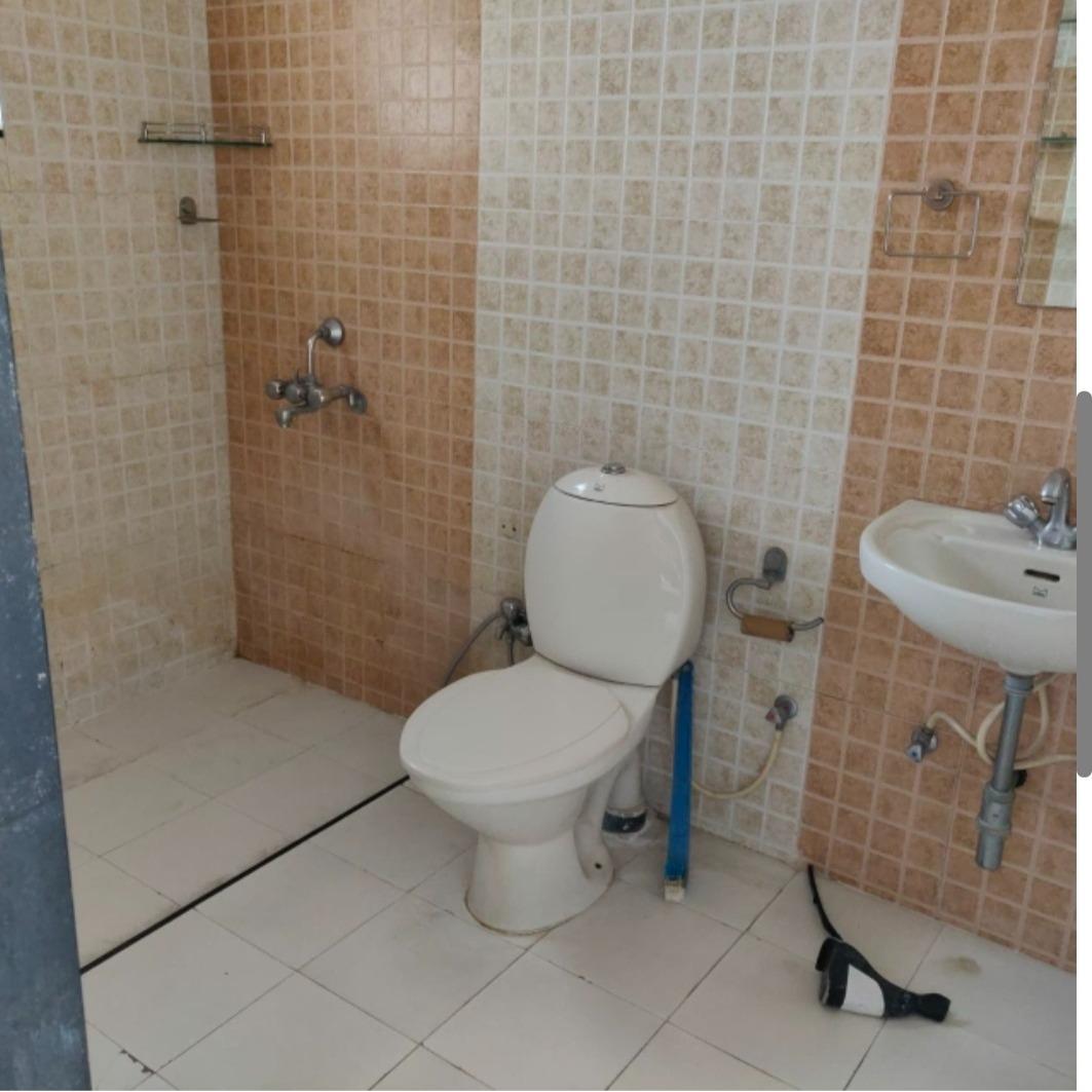 bathroom-Picture-senapati-bapat-road-2383287