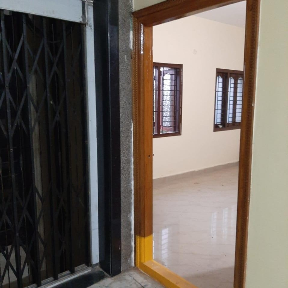 1 BHK 500 Sq.Ft. Apartment in Sneh Sagar Apartment