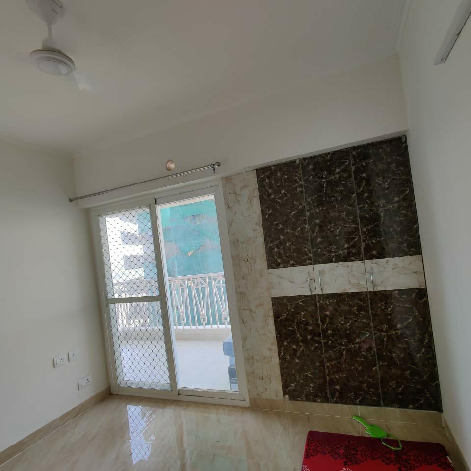 room-Picture-gaur-city-2-12th-avenue-2650836