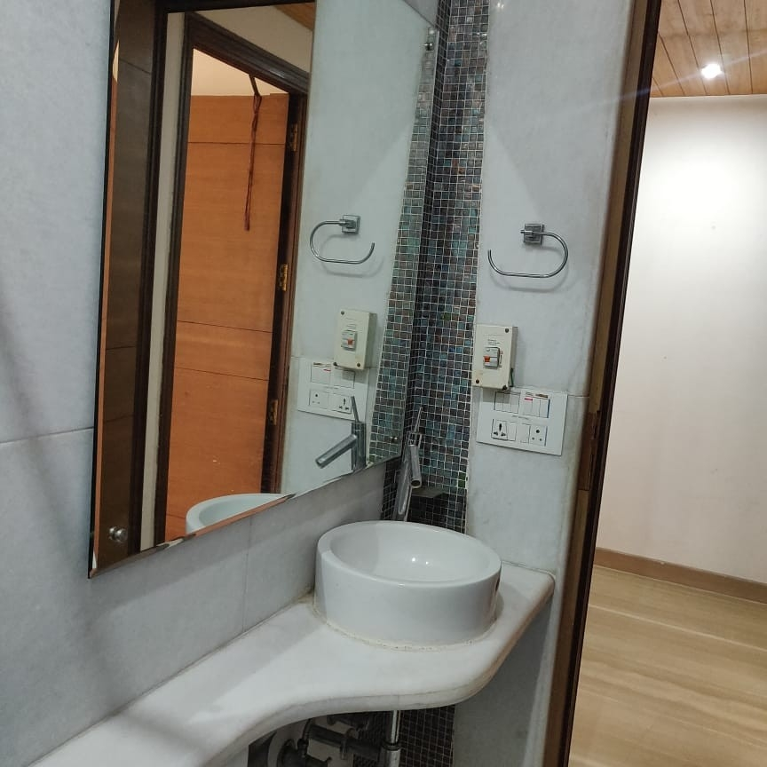 bathroom-Picture-dunhill-apartment-2653029
