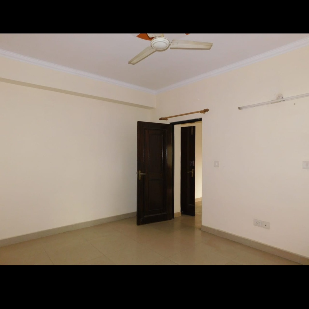 Property-Cover-Picture-amrapali-royal-2778160
